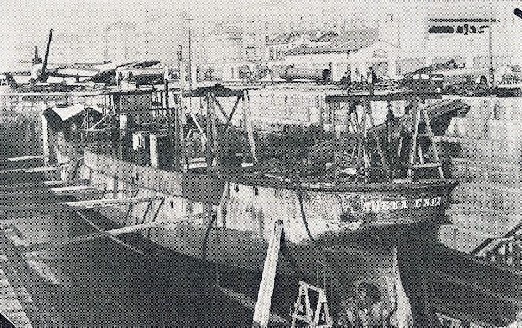 El NUEVA ESPAÑA fue transformado dentro del dique de San Martín. Del libro El Astillero de San Martin.JPG