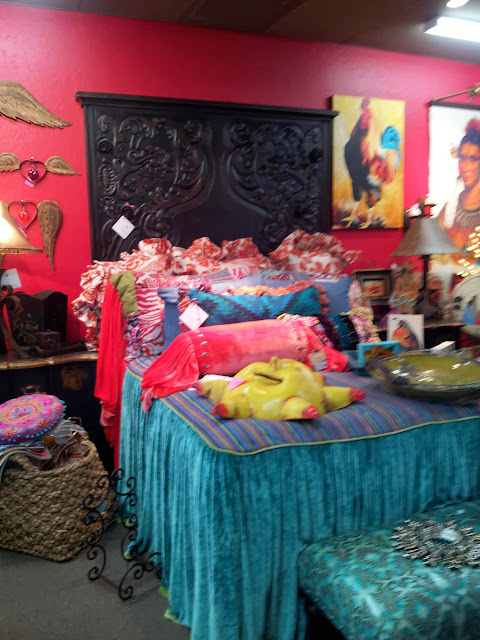 red walls, pink wallls, velvet bedding, gypsy bedding