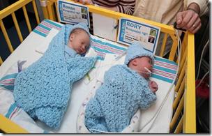 双胞胎Rory和Ronan Rosputni出生于单独的几年