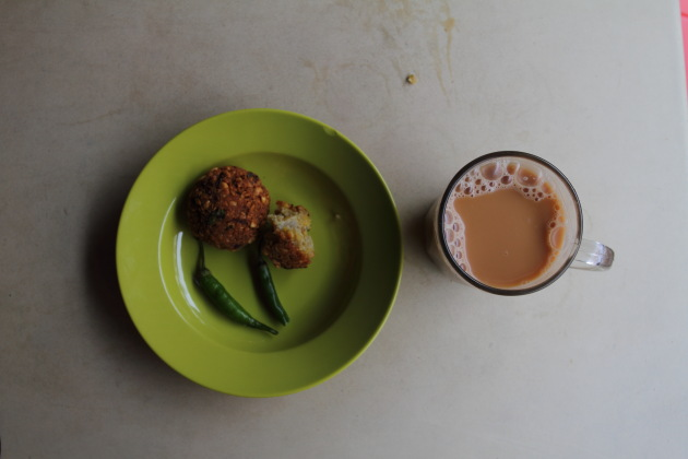 Teh Aliyah and Masala Vadai at Singapore's Arab quarter