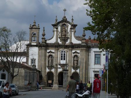 Biserica catolica Guimaraes langa palat
