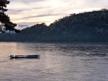08. Apus pe Mekong.JPG