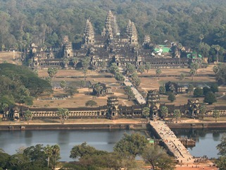 Overlooking_Angkor_Wat_In_Cambodia-Wallpaper