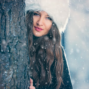 Snow beauty  by Stoyan Katinov - People Portraits of Women ( stoyan katinov, fashion, beautiful, beauty, katinov, portrait, hat, glamour, amazing, winter, girl, snow, bulgaria )