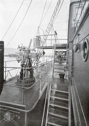 Cañon antiaereo de babor. Foto del libro OBRAS. S.E. de C.N. Año 1923.jpg