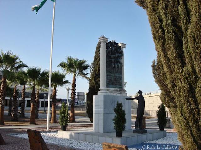 Monumento a Blas Infante en el KM.4 de la carretera de Carmona. 10-8-09