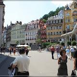 links Vřídlo-Sprudel, rechts Marktkolonade