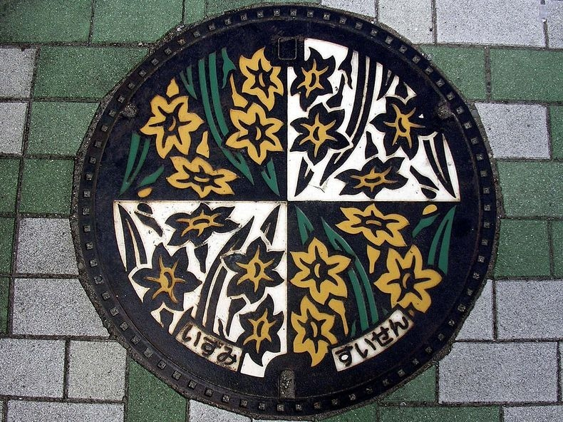 japan-manhole-covers-12