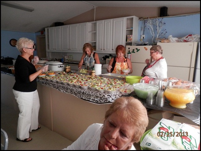 Donna, Sue, Nancy and Marilyn get the Salad's ready.