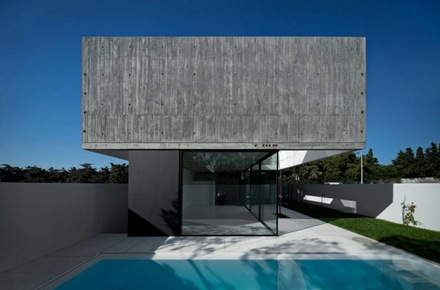 casa-contemporanea-con-piscina