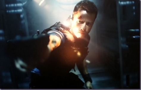 lockout-guy-pearce-435x300