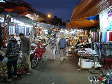 Noaptea in piata