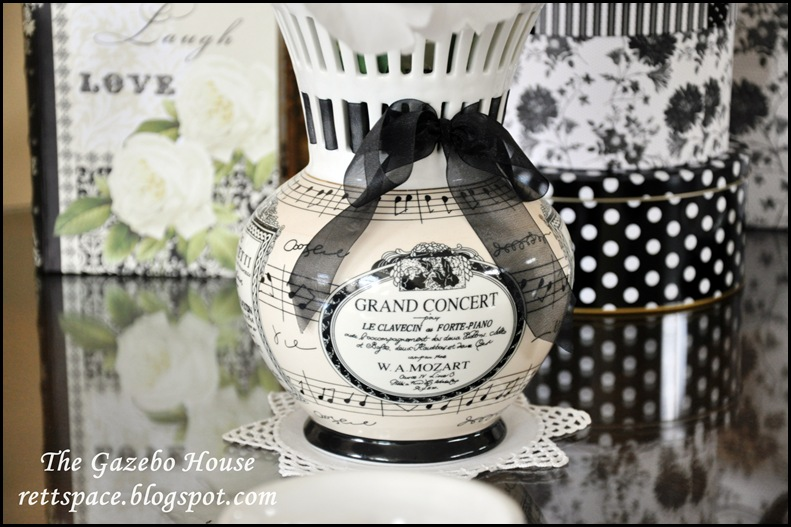 black & white damask table 019