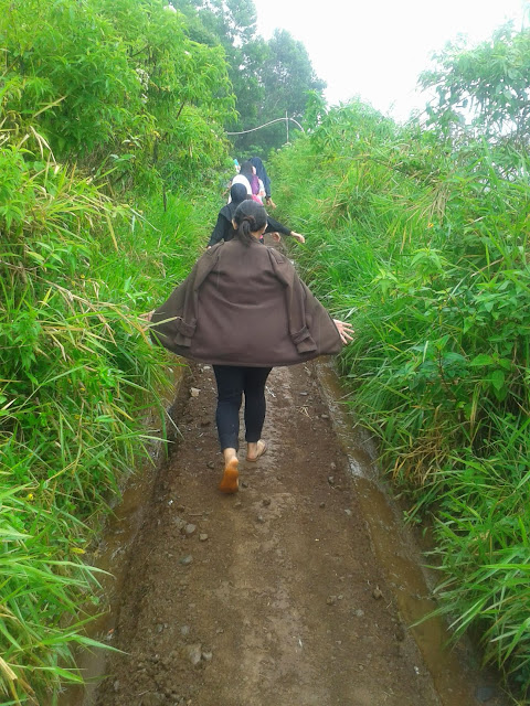 jalan-jalan ke curug putri pelangi