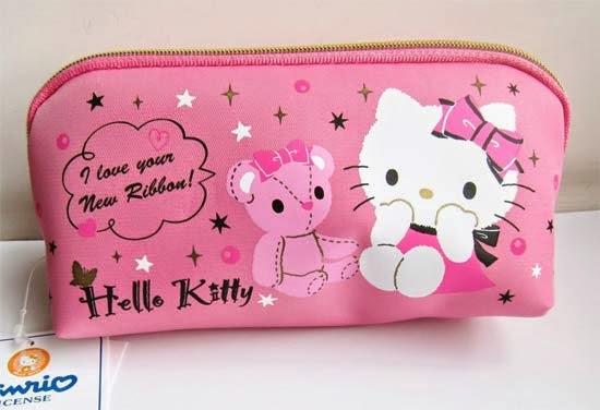 bolsinha-necessaire-maquiagem-hello-kitty-i-love-pink.jpg