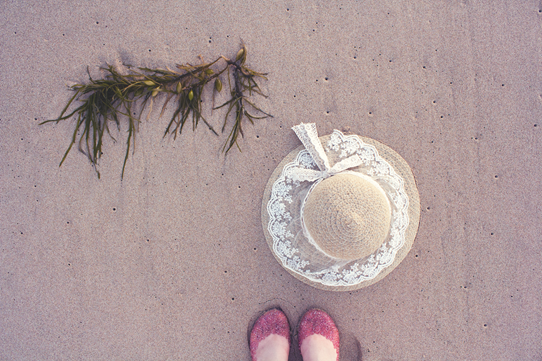 Lace, seaweed, glitter and sand ~ a day at the beach vintage style | Lavender & Twill