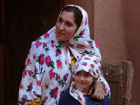 19. Mama si fiica in Iran.JPG