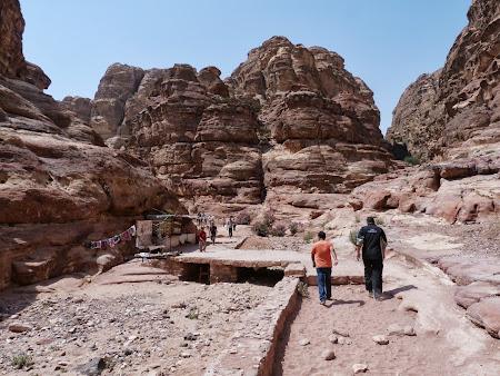 Obiective turistice Petra: Drumul spre Manastire.