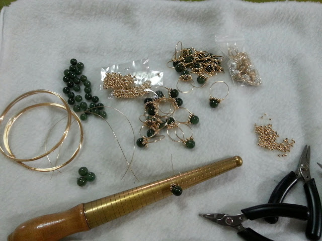 Material and tools to wire wrap the sparkly rings