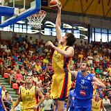 Catalin Baciu inscrie doua puncte prin slamdunk in meciul tur pentru calificarea la Eurobasket Slovenia 2013 dintre Romania si Bosnia si Hertegovina disputat in Sala Transilvania din Sibiu vineri, 24 august 2012.