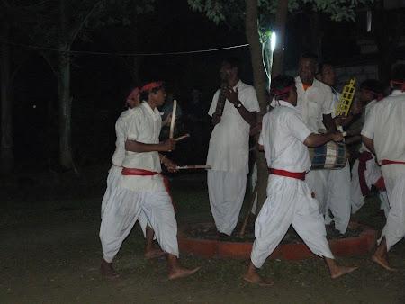 Imagini Nepal: dansuri tharu in Chitwan