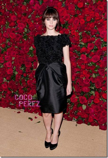 felicity-jones-new-face-dolce-and-gabbana-the-make-up__oPt