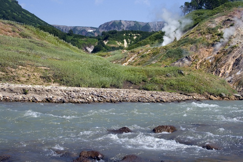 valley-of-geysers-10