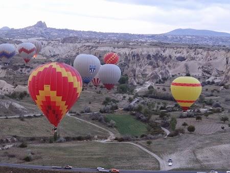 23. Baloane zburand peste Cappadocia.JPG