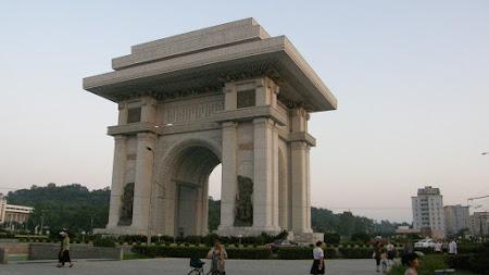 Obiective turistice Coreea de Nord: Arcul de Triumf din Phenian