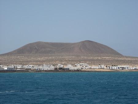La Graciosa văzută de pe mare in Lanzarote