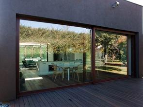 fachada terraza casa moderna en italia