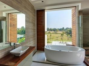 bañera de diseño interiorismo en baño muros de hormigon visto