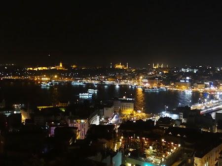 Panorama de noapte a Istanbul