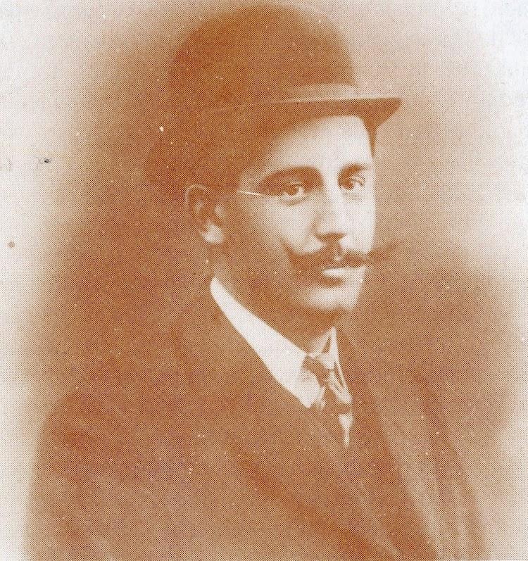 Don Pedro Revuelta Mustienes. Capitán del VILLA DE SOLLER. Foto del libro Solo el Mar lo Sabe.JPG