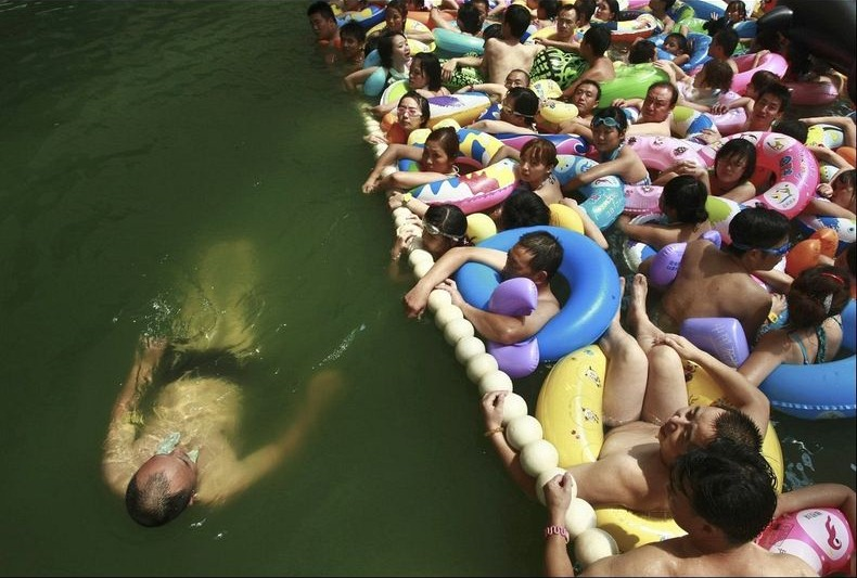 china-crowded-pool-2