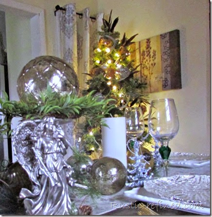 Beautiful Silvery and Gold Christmas Tablescape @ Rustic-refined.com