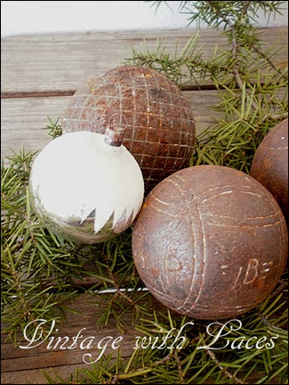 Boule Balls as Christmas Décor by Vintage with Laces