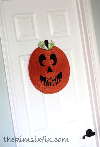 Placemat pumpkin on door