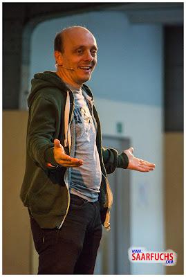 Bernhard Hoecker bei Big Äppel - Bernhard beim Erzählen
