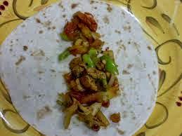 طريقة عمل فاهيتا الدجاج بخبز الصاج بالصور - أخبار وطني