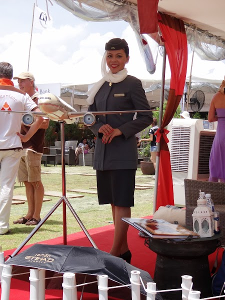 07. Stewardeza Etihad.JPG