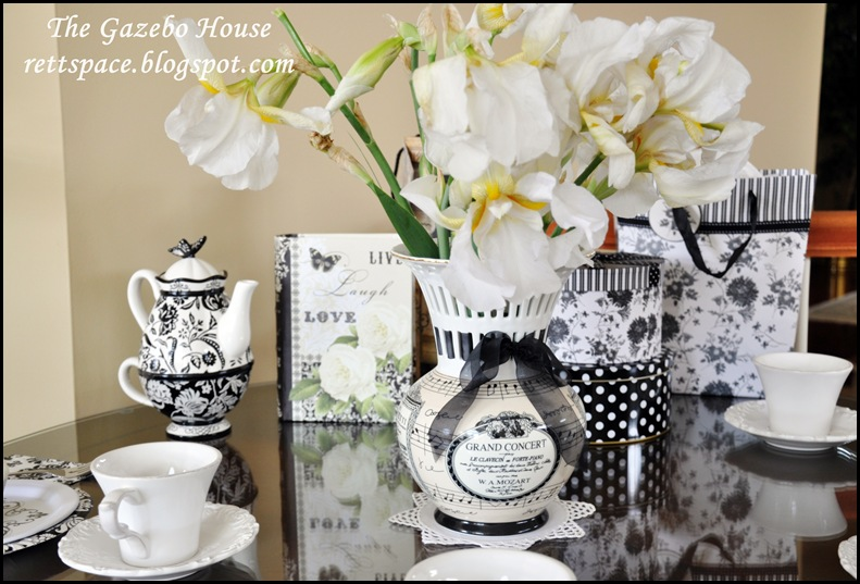 black & white damask table 018