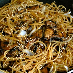 Whole Wheat Pasta Stir Fry with Mushrooms and Sesame