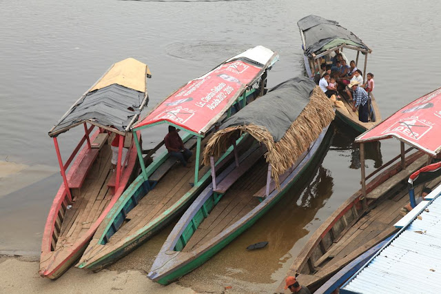 River crossing in North Guatemala.jpg
