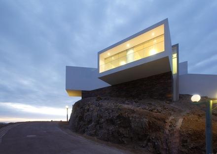 fachada-casa-l-5-vertice-arquitectos-