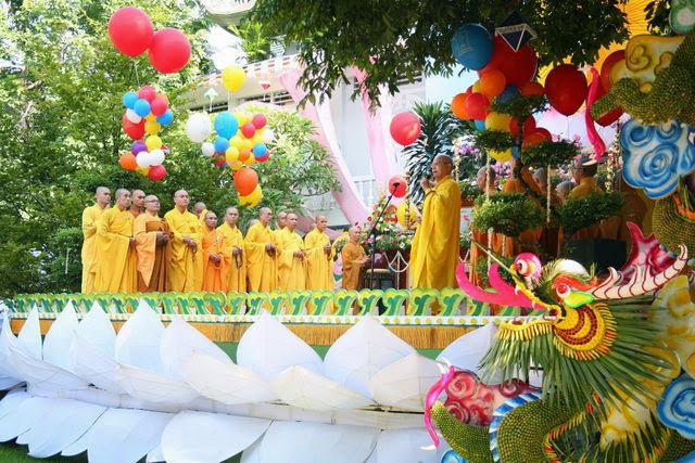 IMG 1708 Đại lễ Phật đản PL 2557 tại Tu viện Quảng Hương Già Lam