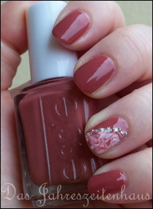 Essie In Stitches Marbling 5