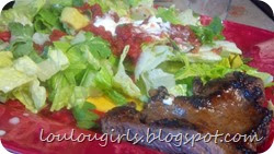 Carne-asada-with-salad-and-salsa