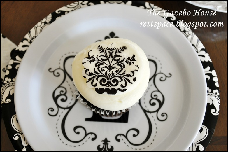 black & white damask table 014
