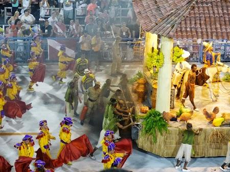 Carnavalul de la Rio:  Un mic incendiu, Se intampla